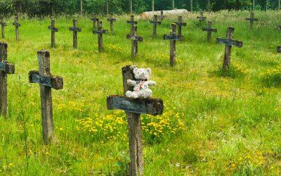 Friedhof mit Kuscheltieren